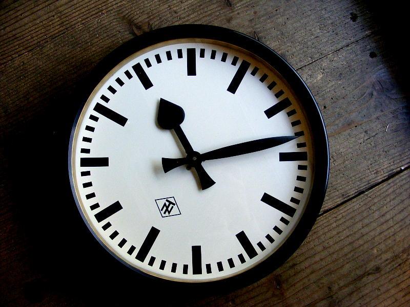 1950年代ドイツのインダストリアルクロックのTN(Telefonbau & Normalzeit)・テレフォンバウ・ウント・ノーマルツァイト・インダストリアル・クロック・ブラック・鉄道時計(電池式・クォーツ改造)が仕上がりました。