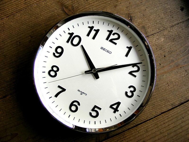 1980年代のアンティーク学校時計のセイコー・クォーツ・クロック・QA488N・学校用・掛時計・グレーが仕上がりました。
