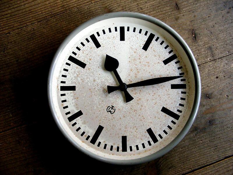 1950年代ドイツのヴィンテージクロックのCTW・Carl Theodor Wagner・カール・テオドール・ワーグナー・インダストリアル・クロック・グレー・鉄道時計(電池式・クォーツ改造)が仕上がりました。