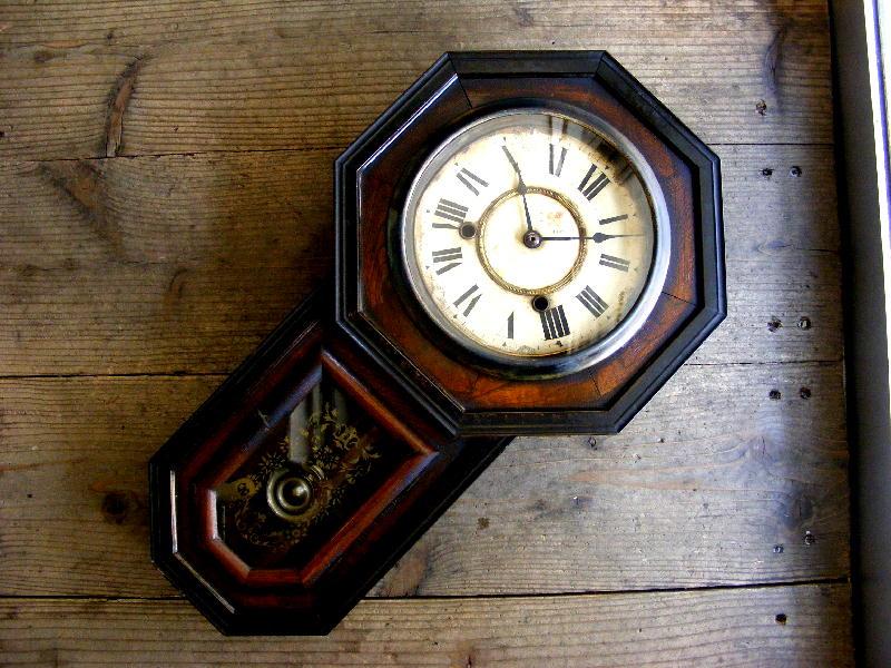 大正頃の古時計のクローバー印・林時計製造所・八角型・振り子時計(電池式・クォーツ改造)が仕上がりました。