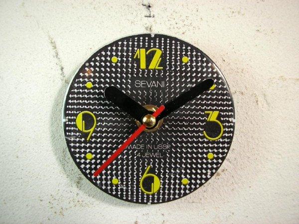 画像1: 1960年代頃のロシアのSEVANI・アンティーク・クロックの文字盤の掛時計(丸型・黒色・赤秒針)