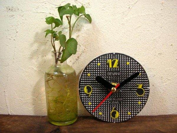 画像2: 1960年代頃のロシアのSEVANI・アンティーク・クロックの文字盤の掛時計(丸型・黒色・赤秒針)