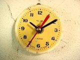 1960年代頃のロシアのSLAVA・アンティーク・クロックの文字盤の掛時計(丸型・ベージュ色・赤秒針・オール数字)