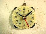 1960年代頃のロシアのMup・アンティーク・クロックの文字盤の掛時計(丸型・ベージュ色・赤秒針・オール数字)