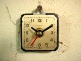 1960年代頃のスイスのANGELUS・アンティーク・クロックの文字盤の掛時計(角型・白・赤秒針)
