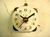 1960年代頃のロシアのSLAVA・アンティーク・クロックの文字盤の掛時計(丸型・白色・赤秒針・オール数字)