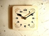 1960年代頃のロシア・Rumaph・4Kamma・アンティーク・クロックの文字盤の掛時計(角型・白・金唐草飾り)