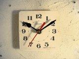 1960年代頃のロシア・CEBARHN・アンティーク・クロックの文字盤の掛時計(角型・白)