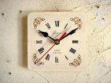 1960年代・ロシア・Jantar・アンティーク・クロックの文字盤の掛け時計(角型・白・ローマ数字・赤秒針)
