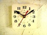 1960年代頃のロシア・CEBARHN・アンティーク・クロックの文字盤の掛時計(角型・白・夜光インデックス)