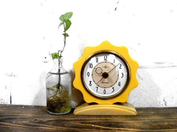 画像1: 昭和30年代・精工舎・置時計・フラワー・手巻式・ベークライト・白(電池式・スイープ・クォーツ改造)