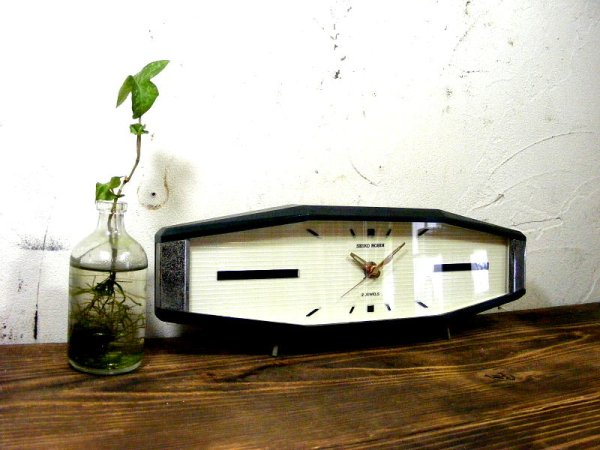 画像3: 昭和40年代・セイコー・ROBIN・ロビン・NO.2438・置時計・2石・手巻式・横長・足付き・ベークライト製(電池式・スイープ・クォーツ改造)