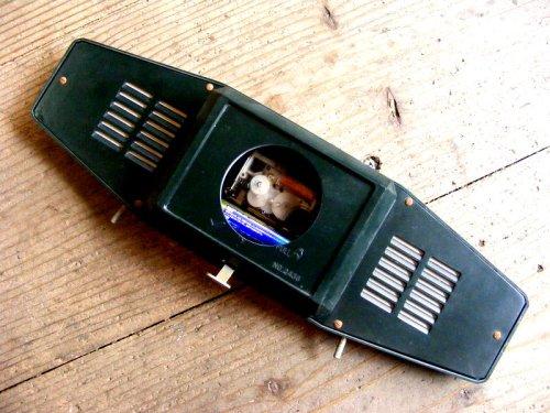 2: 昭和40年代・セイコー・ROBIN・ロビン・NO.2438・置時計・2石・手巻式・横長・足付き・ベークライト製(電池式・スイープ・クォーツ改造)