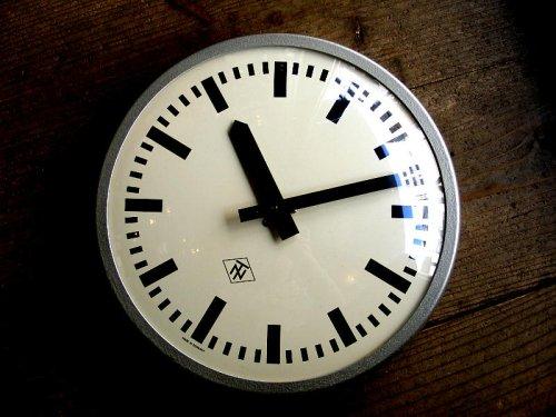 1: 1970年代・ドイツ・TN(Telefonbau & Normalzeit)・テレフォンバウ・ウント・ノーマルツァイト・インダストリアル・クロック・鉄道時計・シルバー(電池式・クォーツ改造)