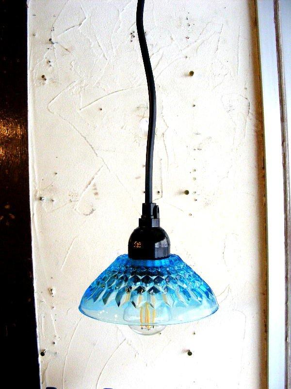 画像2: 昭和40年代頃・ブルー・プレスガラス・器・ランプシェード(LEDフィラメント電球)