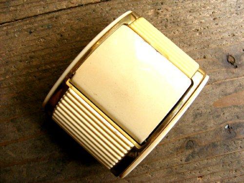 2: 1950年代・アメリカ・WESTCLOX・ウエストクロックス・シャッター付き・トラベルクロック・42004・白(電池式・クォーツ改造)