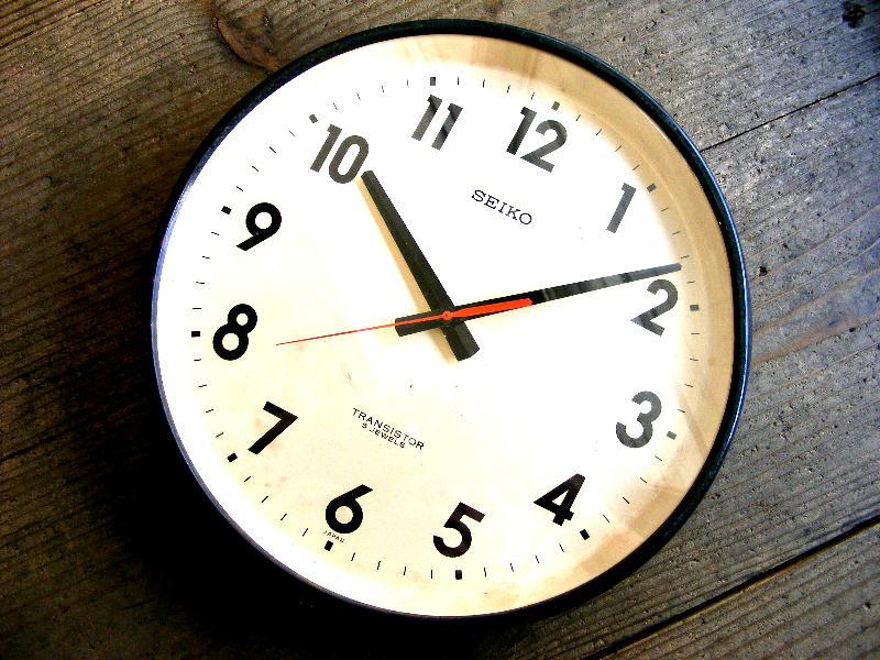 1970年代のアンティーククロックのセイコー・トランジスター・クロック・TTX-631・学校用・掛け時計・初期型・紺色(電池式・スイープ・クォーツ改造)が仕上がりました。