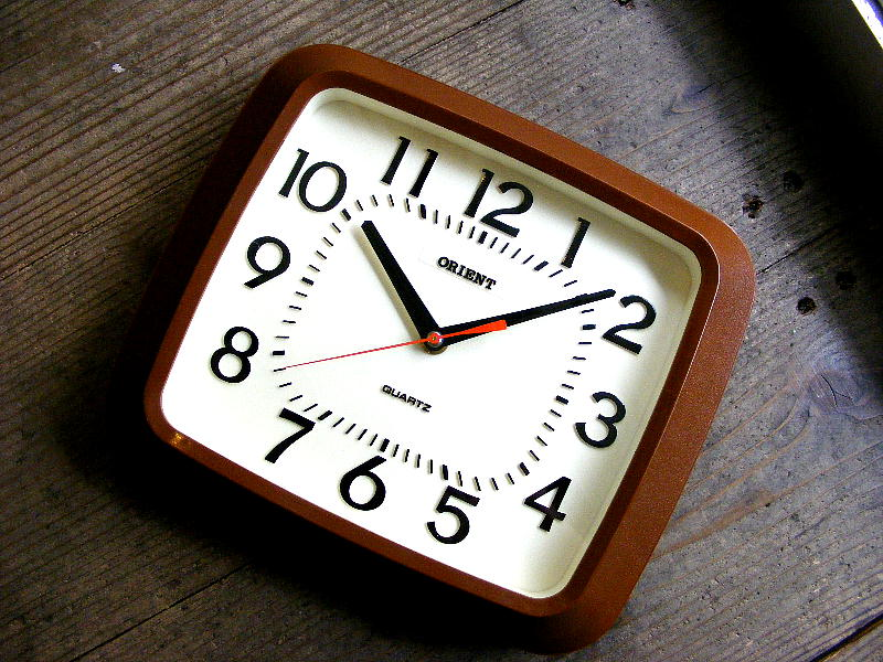 1980年代のアンティーク掛け時計のオリエント・クォーツ・クロック・KC078AZ・角型・茶(電池式・クォーツ)が入荷しました。