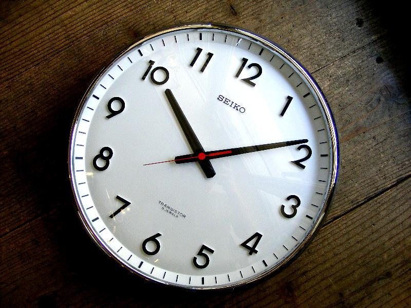 1970年代のアンティーククロックのセイコー・トランジスター・クロック・TTX-609・学校用・掛け時計・初期型(電池式・スイープ・クォーツ改造)が仕上がりました。