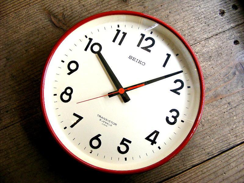 1970年代のアンティーククロックのセイコー・トランジスター・クロック・TTX-631・学校用・掛け時計・初期型・赤色(電池式・スイープ・クォーツ改造)が仕上がりました。