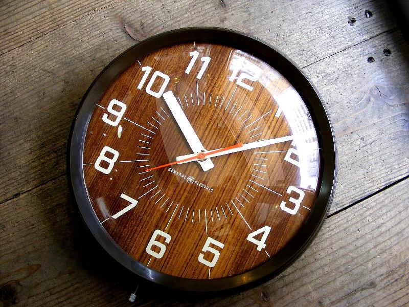 1960年代アメリカのビンテージウォールクロックのゼネラル・エレクトリック・インダストリアル・スクール・クロック・2012・木目調文字盤(電池式・スイープ・クォーツ改造)が仕上がりました。