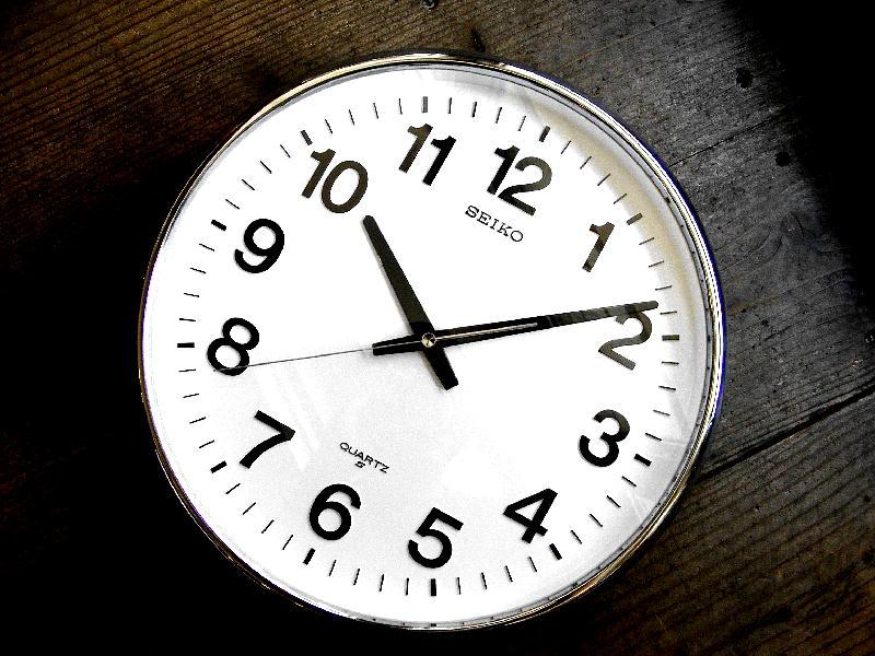 1980年代のアンティーククロックのセイコー・クォーツ・クロック・QA480N・学校用・掛時計・グレー(電池式・スイープ・クォーツ改造)が仕上がりました。