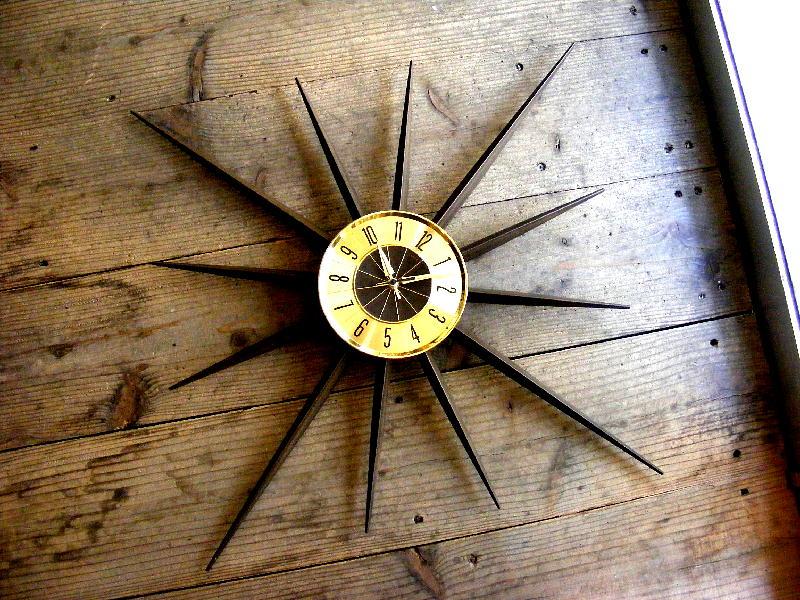 1960年代ドイツのヴィンテージウォールクロックのELGIN・エルジン・サンバースト・クロック・ゴールド&ウッディーメタル・ドイツ製(電池式・スイープ・クォーツ改造)が仕上がりました。