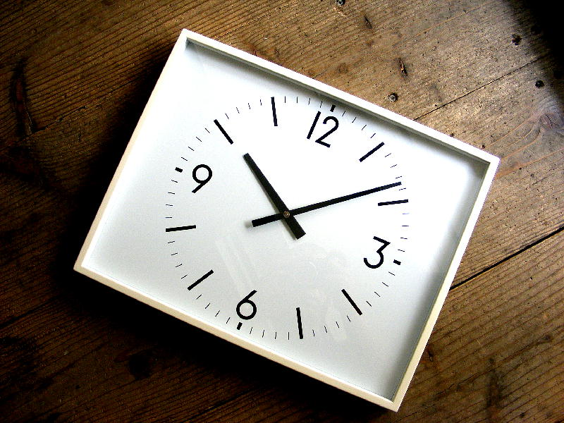 2000年代のアンティーククロックのシチズン・学校用・設備時計・角型・K-4004(電池式・クォーツ改造)が仕上がりました。