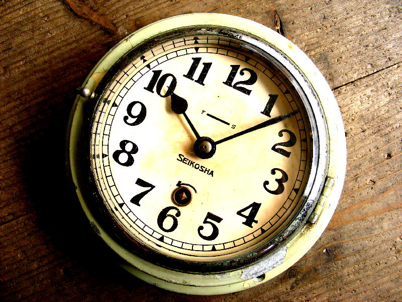 昭和初期頃のアンティーククロックの精工舎・船舶時計・手巻式・緑(電池式・クォーツ改造)が仕上がりました。