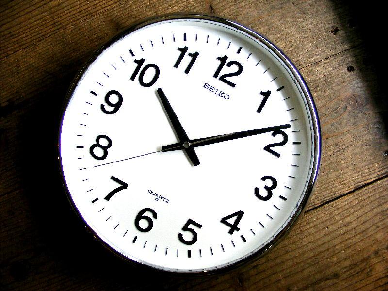 1980年代のアンティーククロックのセイコー・クォーツ・クロック・QA480N・学校用・掛時計・グレー(電池式・クォーツ)が仕上がりました。