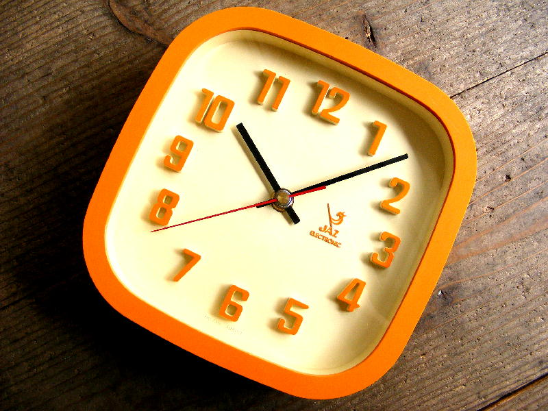 1970年代フランスのヴィンテージクロックのJAZ・ジャズ・エレクトロニック・クロック・スクエア・オレンジ(電池式・スイープ・クォーツ改造)が仕上がりました。
