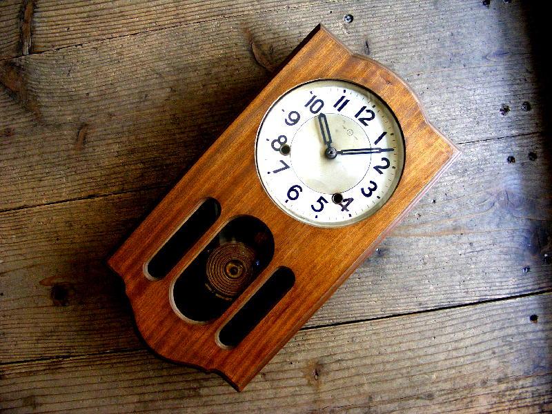 昭和初期頃のアンティーク柱時計の精工舎・振り子時計・フクロウ型(電池式・クォーツ改造)が仕上がりました。