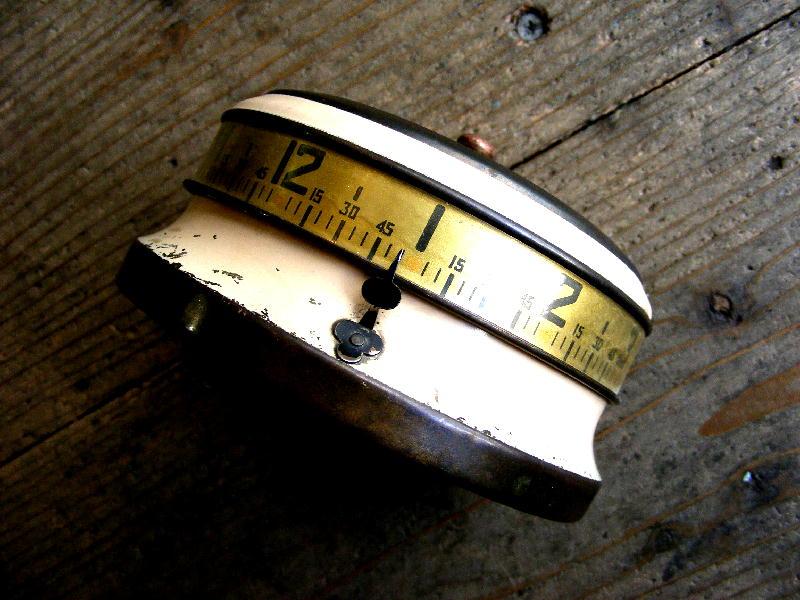 1930年代アメリカのヴィンテージテーブルクロックのLux Tape Measure Clock ・ラックス・テープ・メジャー・クロック(電池式・クォーツ改造)が仕上がりました。