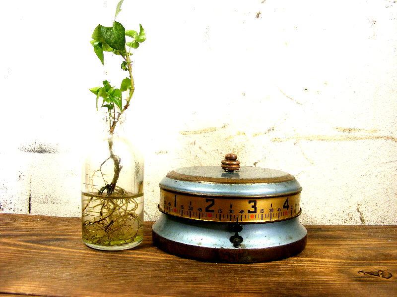 1930年代アメリカのヴィンテージデスククロックのLux Tape Measure Clock ・ラックス・テープ・メジャー・クロック・青(電池式・クォーツ改造)が仕上がりました。