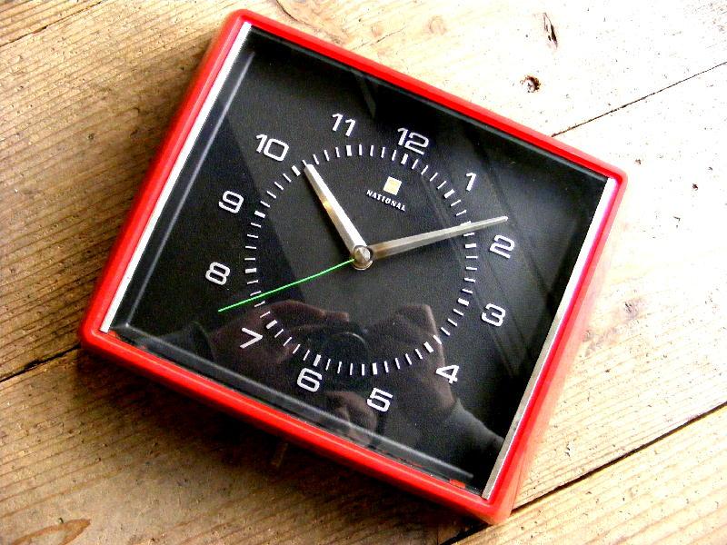 1970年代・ナショナル・電気掛時計・TE-3136・角型・赤(電池式・スイープ・クォーツ改造)が仕上がりました。
