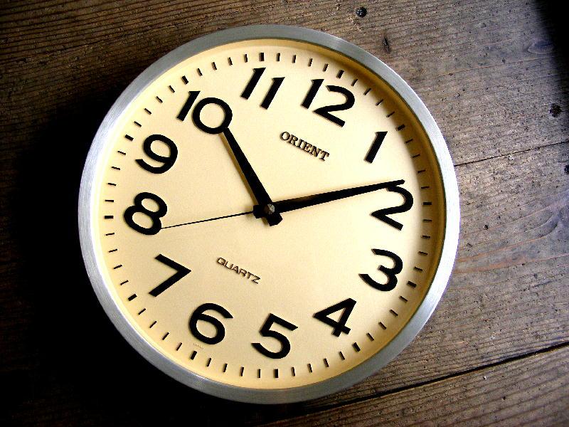 1980年代・オリエント・クォーツ・クロック・学校用・掛時計 が入荷しました。