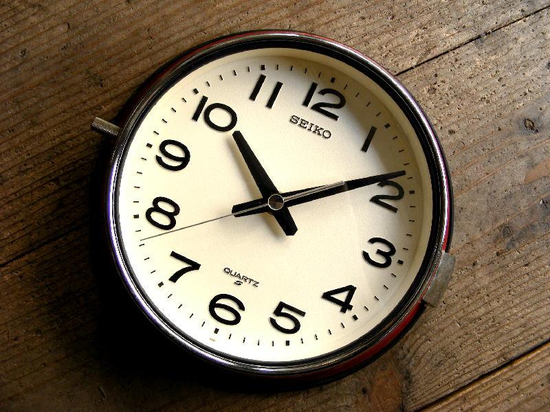 1980年代・セイコー・クォーツ・クロック・QA513R・バス時計・赤(電池式・スイープ・クォーツ)が入荷しました。